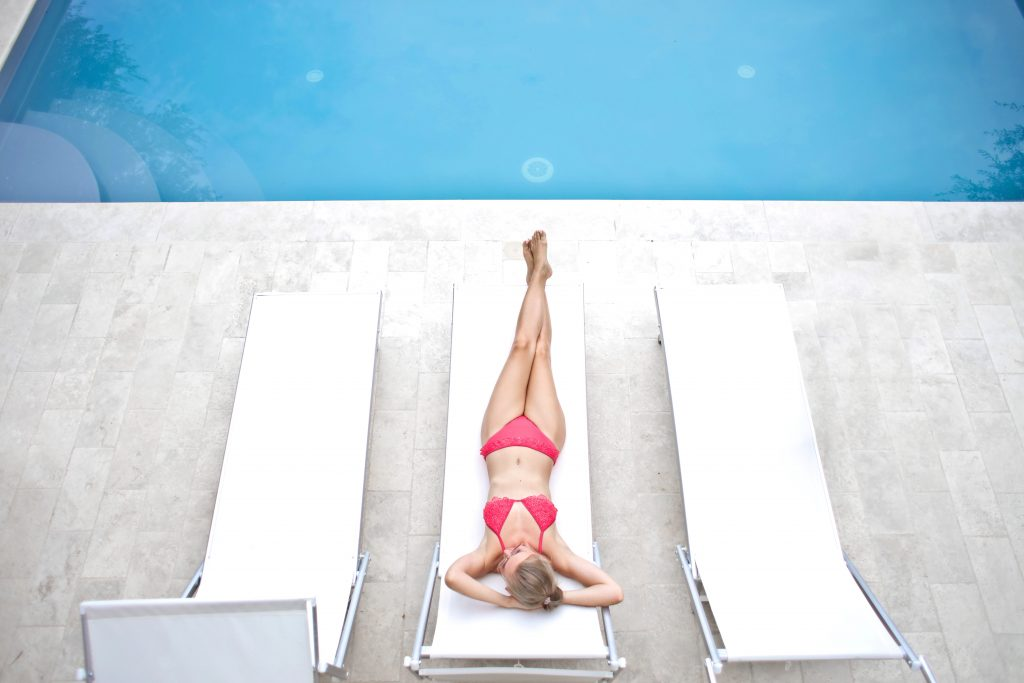 bikini-blonde-body-1537612-min-1-1024x683